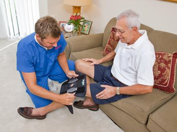 knee-brace-senior-man2