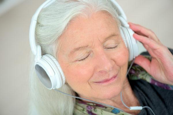 SaeboMind on headphones